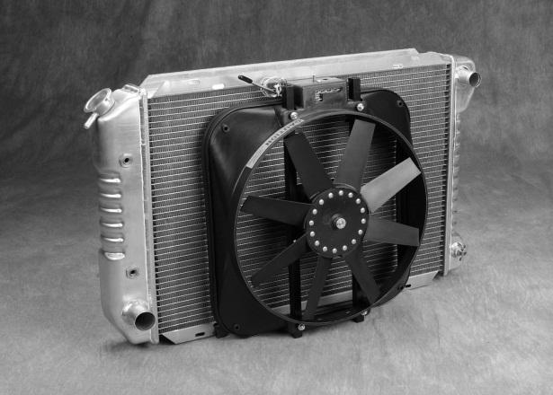Curved blade radiator fan